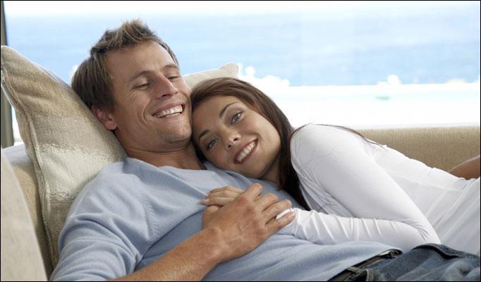 couple cuddle-saidaonline